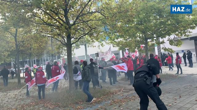 Bengalos auf Conti-Demo in Hannover. Video: Mathias Klein