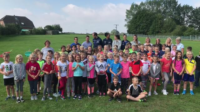 Volleyball-Stars an der Grundschule in Bobitz (14. 8. 2019/ Video: Heiko Hoffmann)
