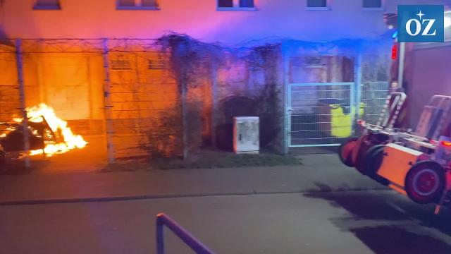 Brandserie in Wolgast: Erneut Feuer in Müllcontainer gelegt (Video: Tilo Wallrodt, 17.2.2020)
